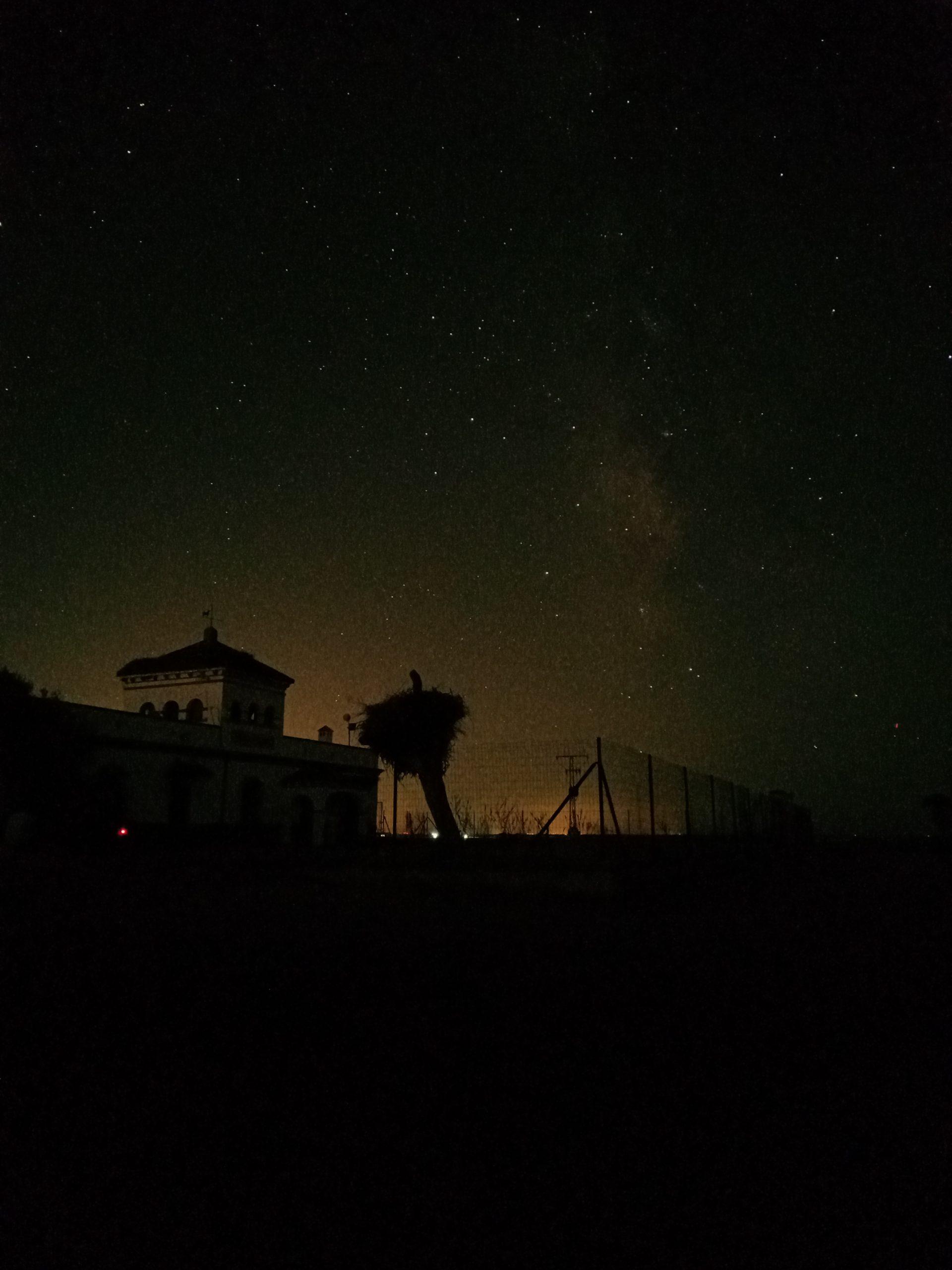 vía Láctea encima de la Casa de la Dehesa